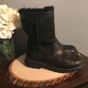 UGG Size 7 Brooks Black Leather & Sherpa Boots